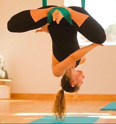hanging-yoga-sintra-aldeia-praia