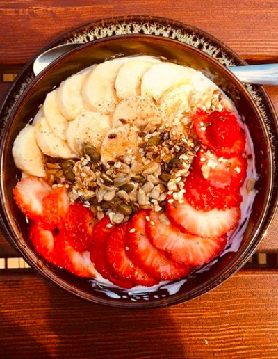 smoothie-bowl-sintra-beach-morning-hostel