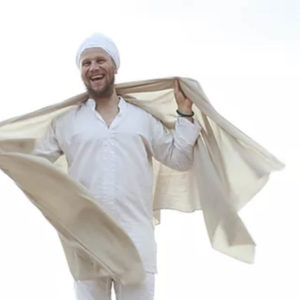 Tanpreet-Singh-Kundalini-Yoga-Teacher-Healer-oasis-sintra